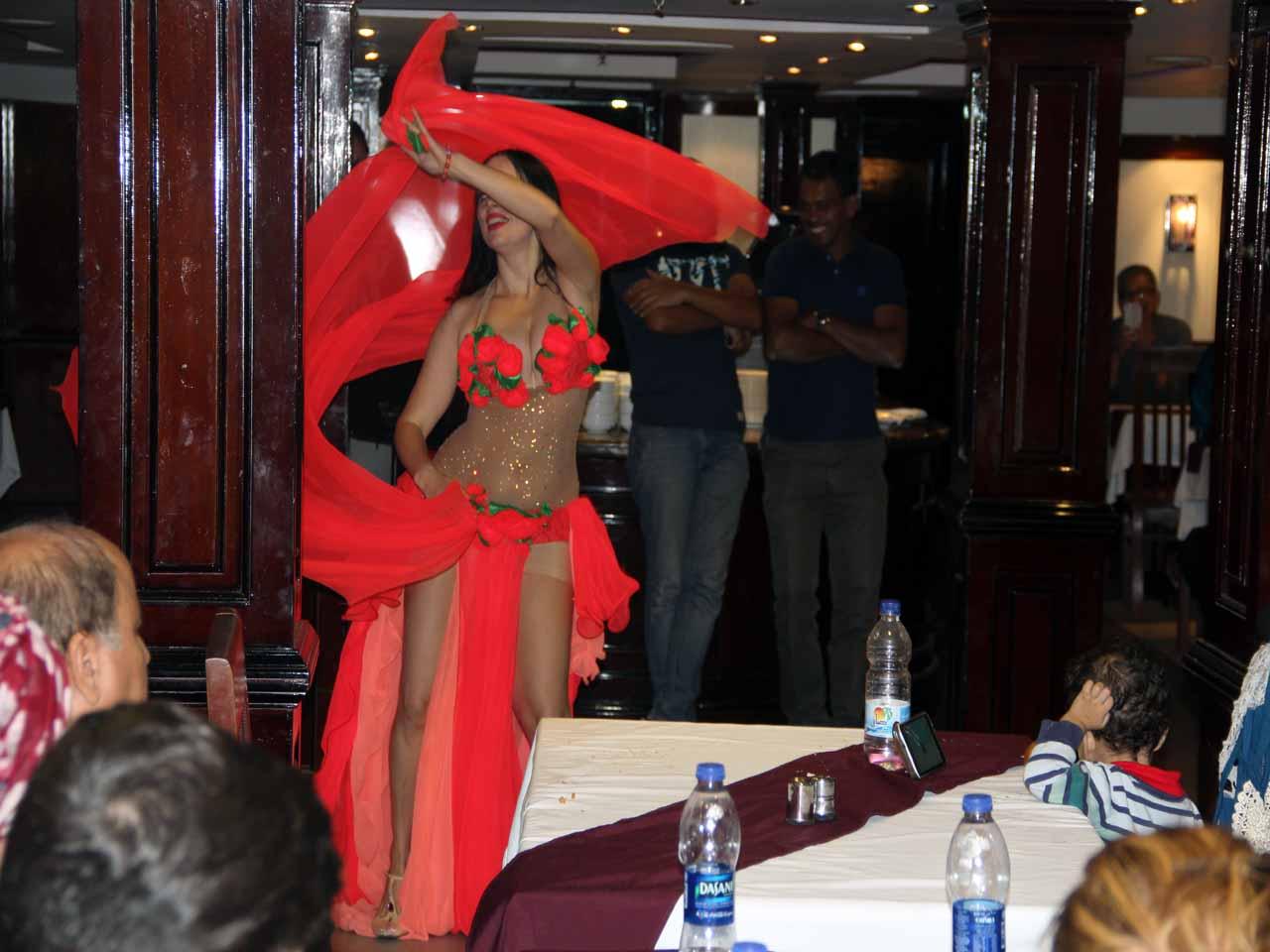 Cena a bordo de un crucero por el Nilo